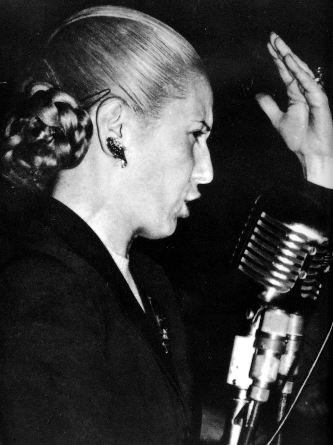 eva peron Free essay: eva duarte peron (evita) thesis: her experience as a member of the lower class who overcame poverty and her belief in bringing justice to the.